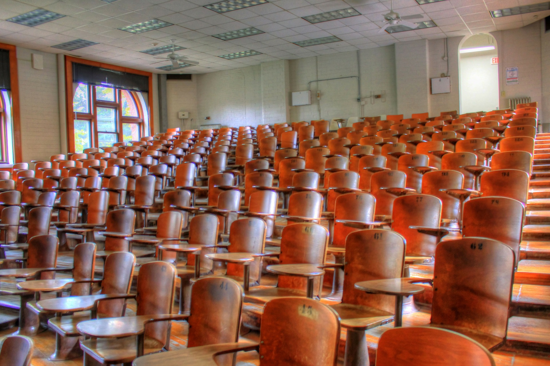 lecture-hall-347316_1920